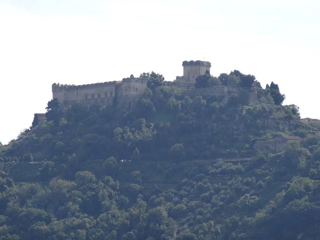 Castello Caetani, Sermoneta, Italy © By Livioandronico2013 - Own work, CC BY-SA 3.0, https://commons.wikimedia.org/w/index.php?curid=29008253