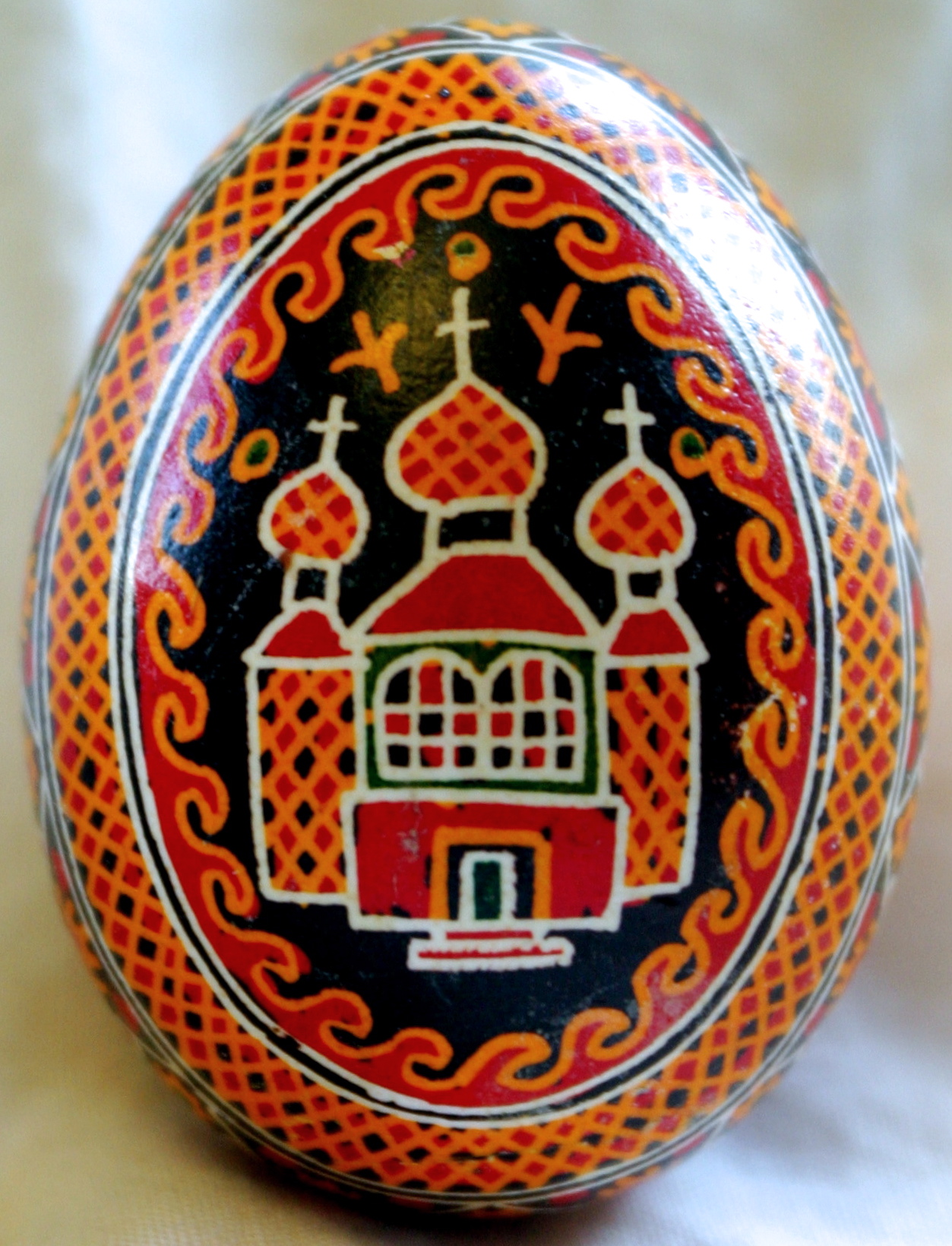 An example of a traditional Ukrainian pysanka from the village of Kosmach in Ivano-Frankivsk. (By Lubap - Own work, CC BY-SA 4.0, https://commons.wikimedia.org/w/index.php?curid=38546959)