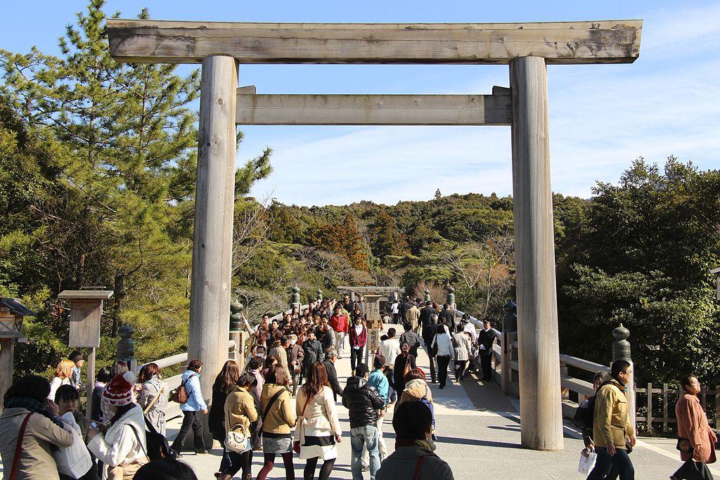 Torii gate of Ise Jingu (Naiku) By Kanchi1979 - https://commons.wikimedia.org/w/index.php?curid=35255251