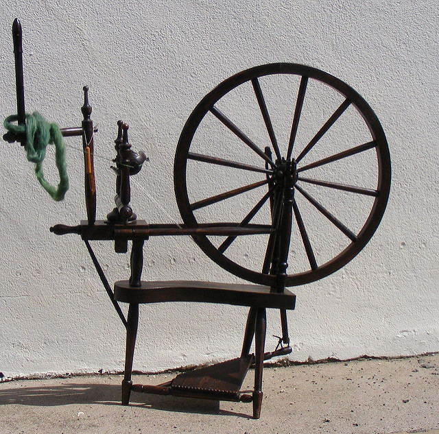What you think of as a traditional spinning wheel © Freyalyn Close-Hainsworth https://c1.staticflickr.com/4/3827/9419551257_4c1e81c244.jpg