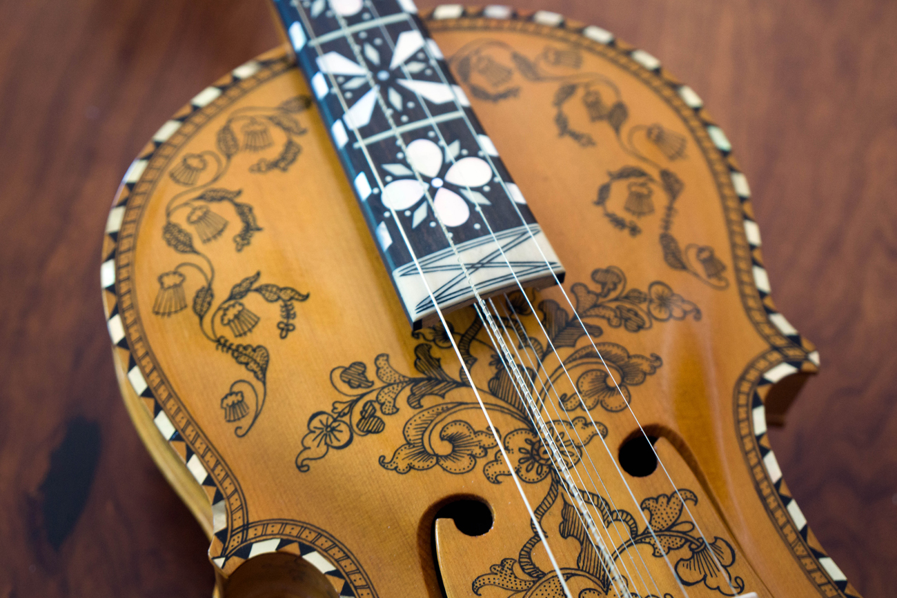 A close-up of David Listug's Hardanger fiddle. © Marcus Cederström