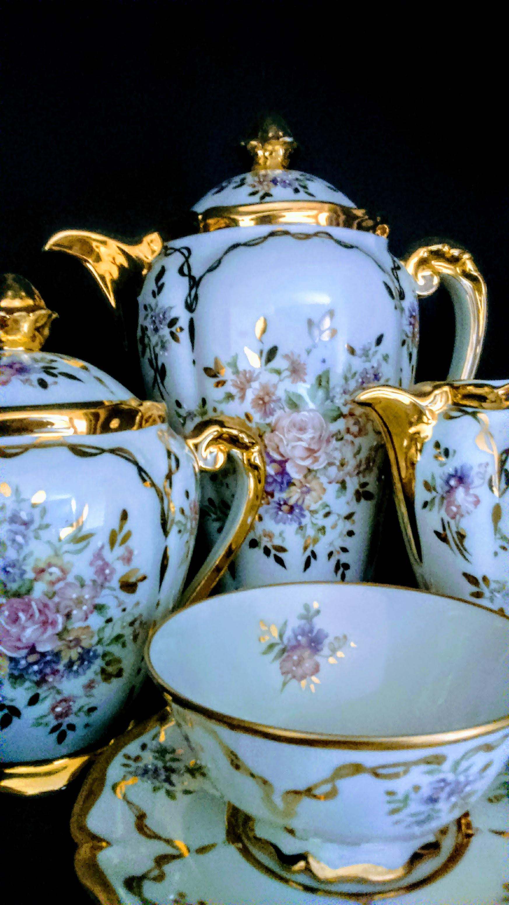 Limoges tea set © Dee Dee Chainey
