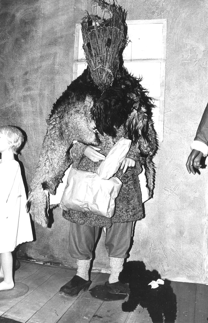 An old Christmas goat costume from Burlövs Kommun in Sweden. Kaj Fromark (CC BY 2.0) https://www.flickr.com/photos/fotoarkiv-burlovskommun/23469996725/
