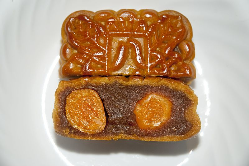 Double-yolk mooncake. By SoHome Jacaranda Lilau, CC BY-SA 4.0. https://commons.wikimedia.org/w/index.php?curid=51355475