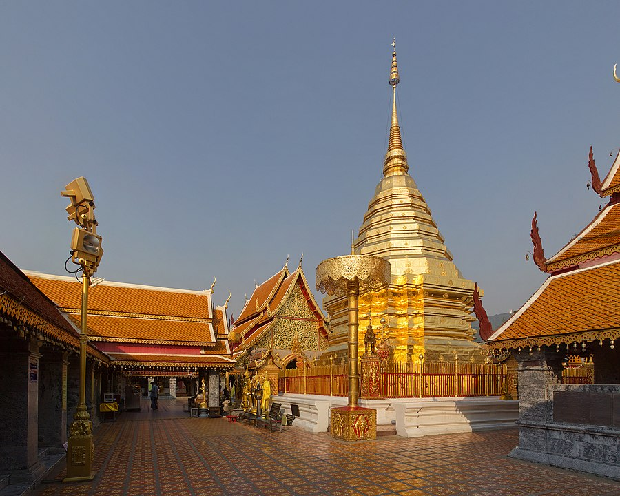 Wat Phra That Doi Suthep, Chiang Mai, Chiang Mai Province, Thailand. By JJ Harrison, CC BY-SA 3.0 https://commons.wikimedia.org/w/index.php?curid=26044825