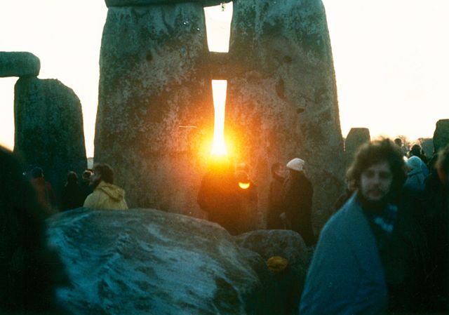 Stonehenge during the Winter Solstice By Mark Grant, CC BY 2.5 https://commons.wikimedia.org/w/index.php?curid=2126211