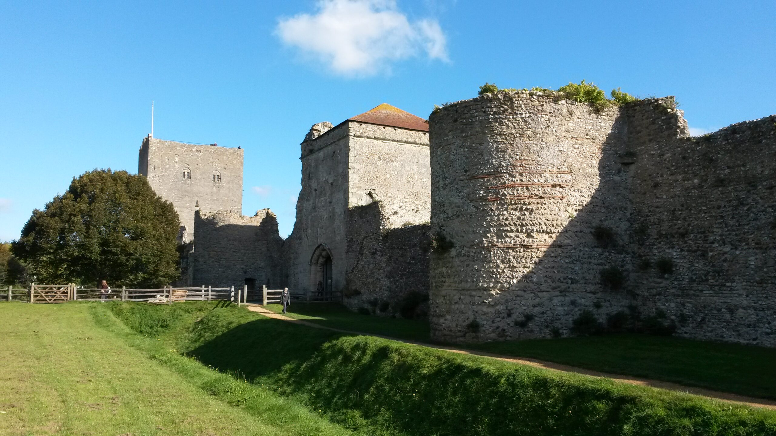 Porchester Castle © Cate Crawley