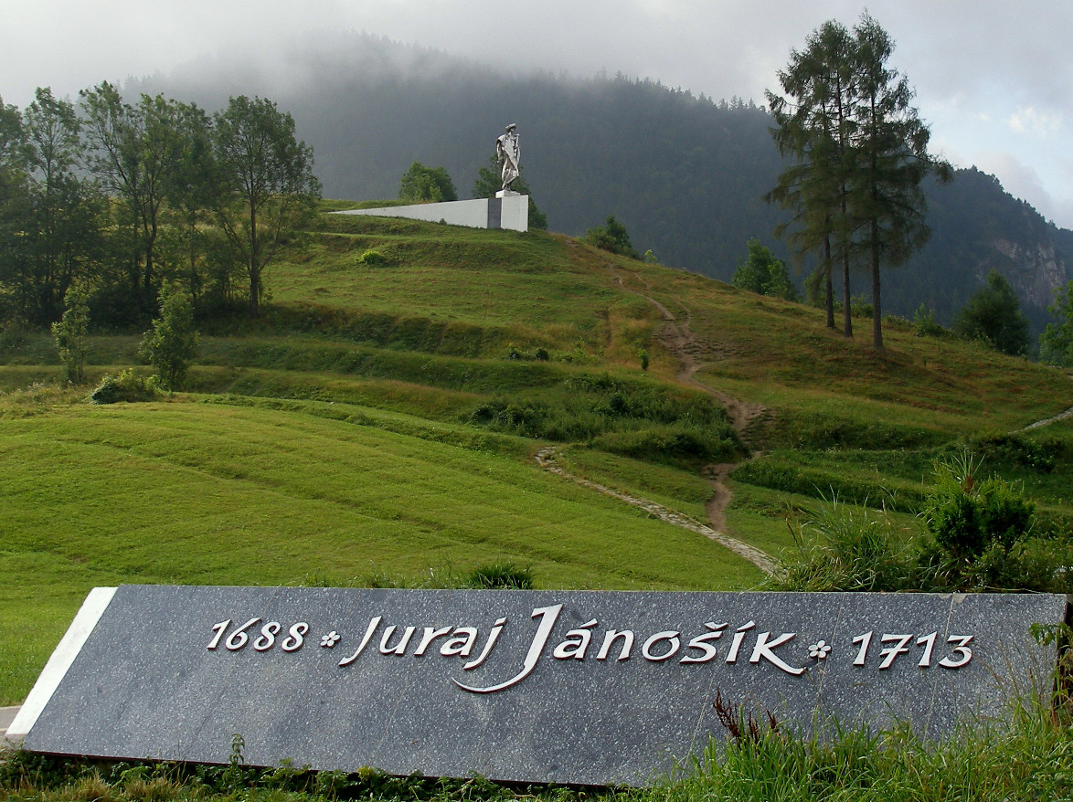 The monument of Juraj Jánošík in Terchová, Slovakia. By Jozef Kotulič . CC BY-SA 3.0. https://commons.wikimedia.org/w/index.php?curid=2485633