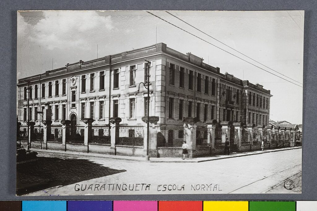 School building. Guaratingueta - Escola Normal.