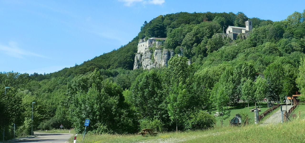 Santuario de la Verna: the sanctuary hidden on the mountainside between trees